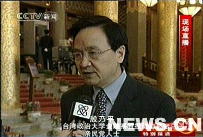 图文:殷乃平接受采访