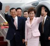 图文:连战夫妇在首都机场