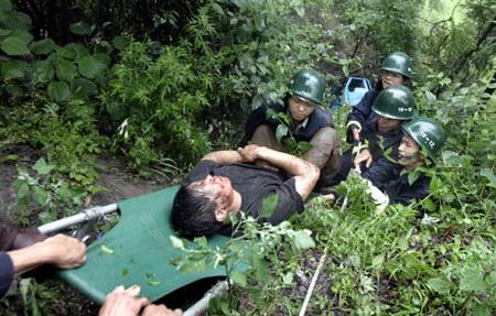 陡坡 造成 小货车 受伤 图文/小货车翻下陡坡造成3人受伤