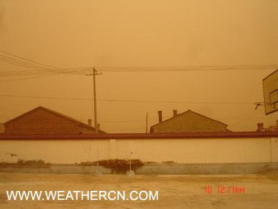组图:内蒙古阿巴嘎旗4月10日中午满天黄沙
