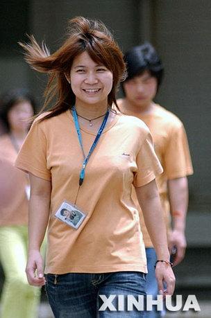 组图:工人欢度五一劳动节