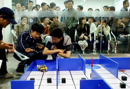 图文:上海青少年机器人创意大赛举行