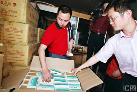 组图:重庆查获23.4万支齐齐哈尔假药