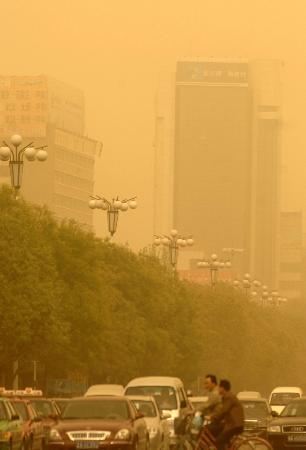 组图:强沙尘突袭内蒙古中部地区