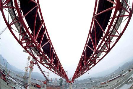 图文:三峡工程泄洪坝段的混凝土传送带