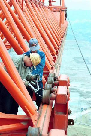 图文:三峡工程混凝土浇筑--塔带机的传动部件