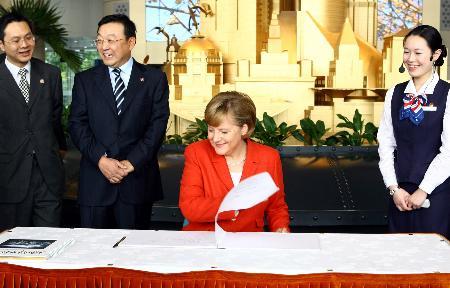 图文:德国总理默克尔在上海参观访问