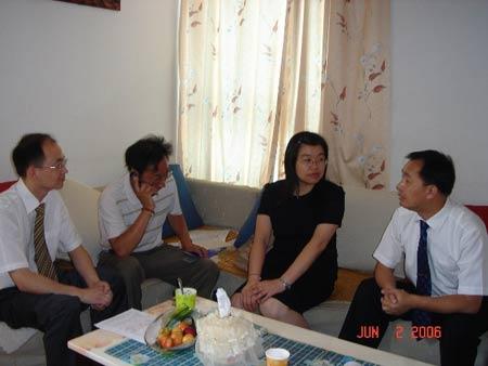 武汉市民青睐95518优惠保单送到家(组图)