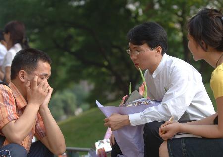 图文:洪战辉事迹报告团在清华大学举行报告会(2)