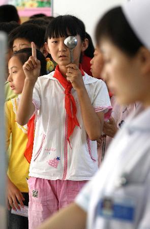 图文:(服务专线)(2)全国爱眼日:防盲治盲共同参与