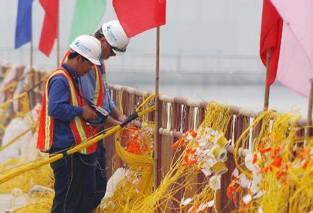 图文:三峡三期上游围堰爆破准备就绪(2)