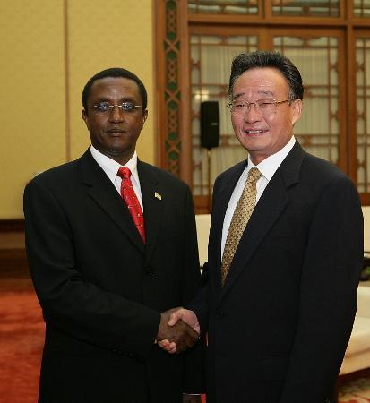 图文:吴邦国会见卢旺达参议长