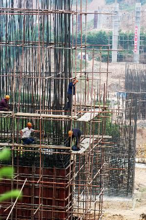 图文:宝天高速公路隧道开掘进展顺利(1)