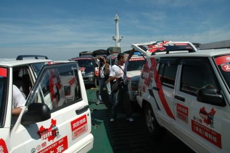 组图:中国禁毒志愿者汽车行驶在海南境内