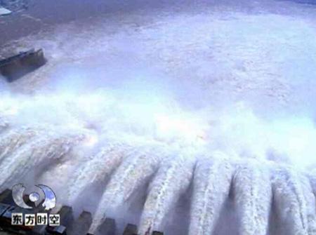 现场记者揭秘三峡围堰爆破十秒钟延时(组图)