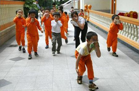 组图:上海警察幼儿园里开展公关系列活动