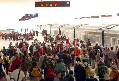图文:首趟重庆至拉萨列车提700<p