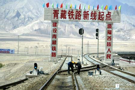 图文:格尔木南30公里的南山口站