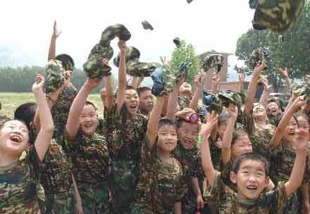 山东少年暑假体验军营生活