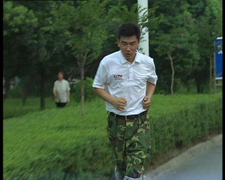 图文:马洪涛进行长跑训练