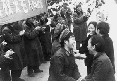 唐山震后救援回忆:万人空巷送别解放军(组图)