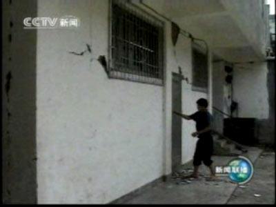 图文:云南地震灾区房屋开裂