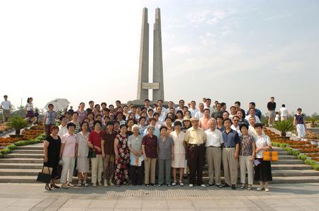 组图:唐山地震孤儿再次相聚