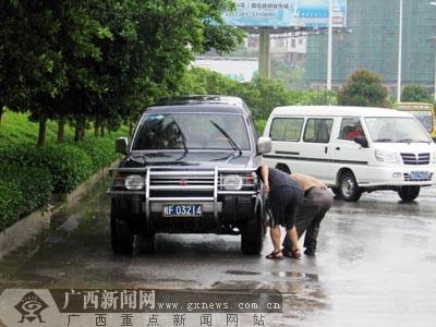 组图:广西市民感受派比安威力