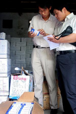 图文:安徽召回查封100多万瓶欣弗注射液