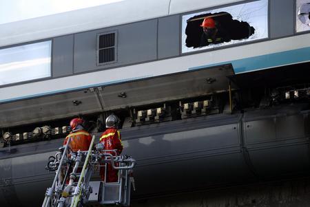 上海磁悬浮列车在龙阳路站发生火灾(组图)