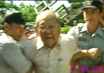 组图:台湾陈水扁支持者与反对者爆发冲突