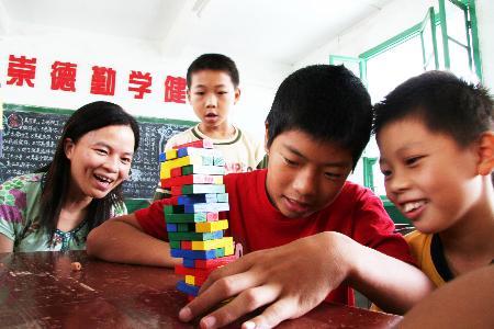 组图:福建灾后修缮起新校舍学生上学报到