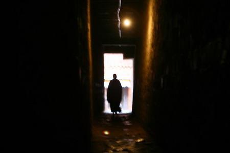 图文:扎什伦布寺内修行的喇嘛