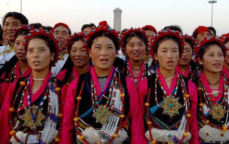 图文:西藏90位农牧民在天安门广场观升旗