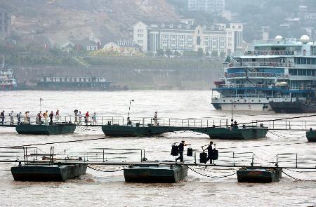 图文:连创汛期低水位的重庆段江水水位大涨