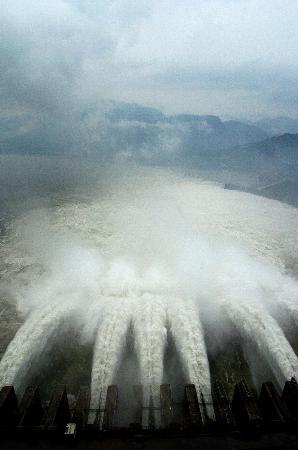 组图:长江三峡区段江水流量大幅上涨