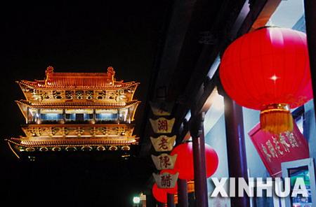 图文:美丽夜景中的平遥古城