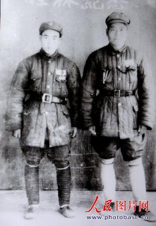 图文:1949年王邦忠与战友的合影