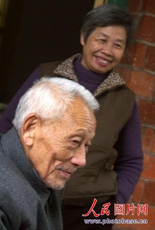 肥熟老夫妻交公粮_图文:恩爱的朱力金老夫妻