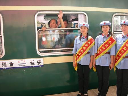 组图:瑞金至延安红色旅游专列开通