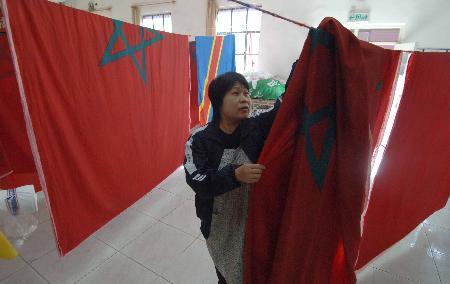 图文:京工红旗厂为中非论坛赶制国旗