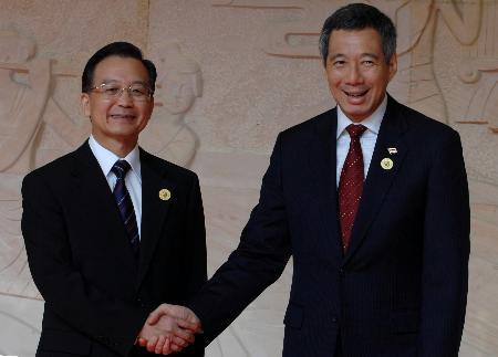 图文:温家宝会见新加坡总理李显龙