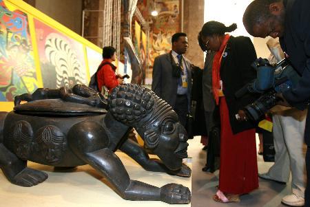 图文:非洲艺术精品展在京举行