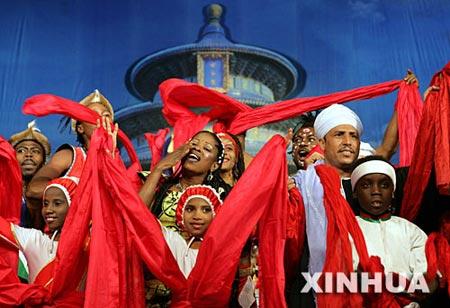 图文:非洲演员在表演《友谊欢歌》