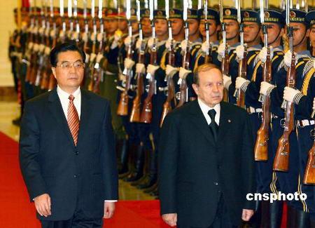 图文:胡锦涛欢迎阿尔及利亚总统布特弗利卡
