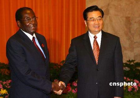 图文:胡锦涛会见津巴布韦总统穆加贝