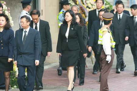 组图:社会各界名流抵达香港殡仪馆