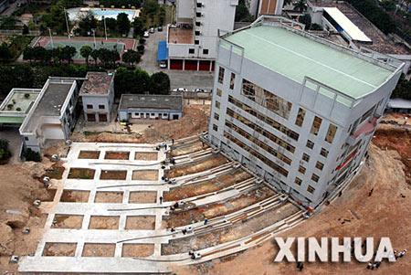 组图:厦门市人民检察院6层大楼挪移61米