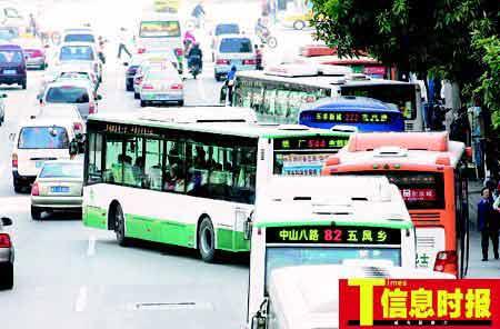 广州公交横冲直撞违章频发(组图)