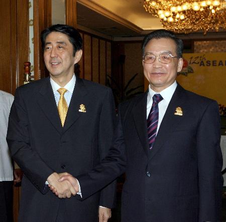 图文:温家宝会见日本首相安倍晋三